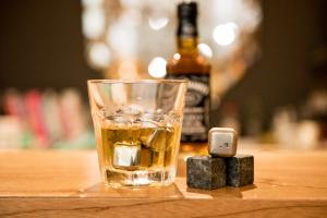 Glaçons à whisky : 6 façons de les utiliser